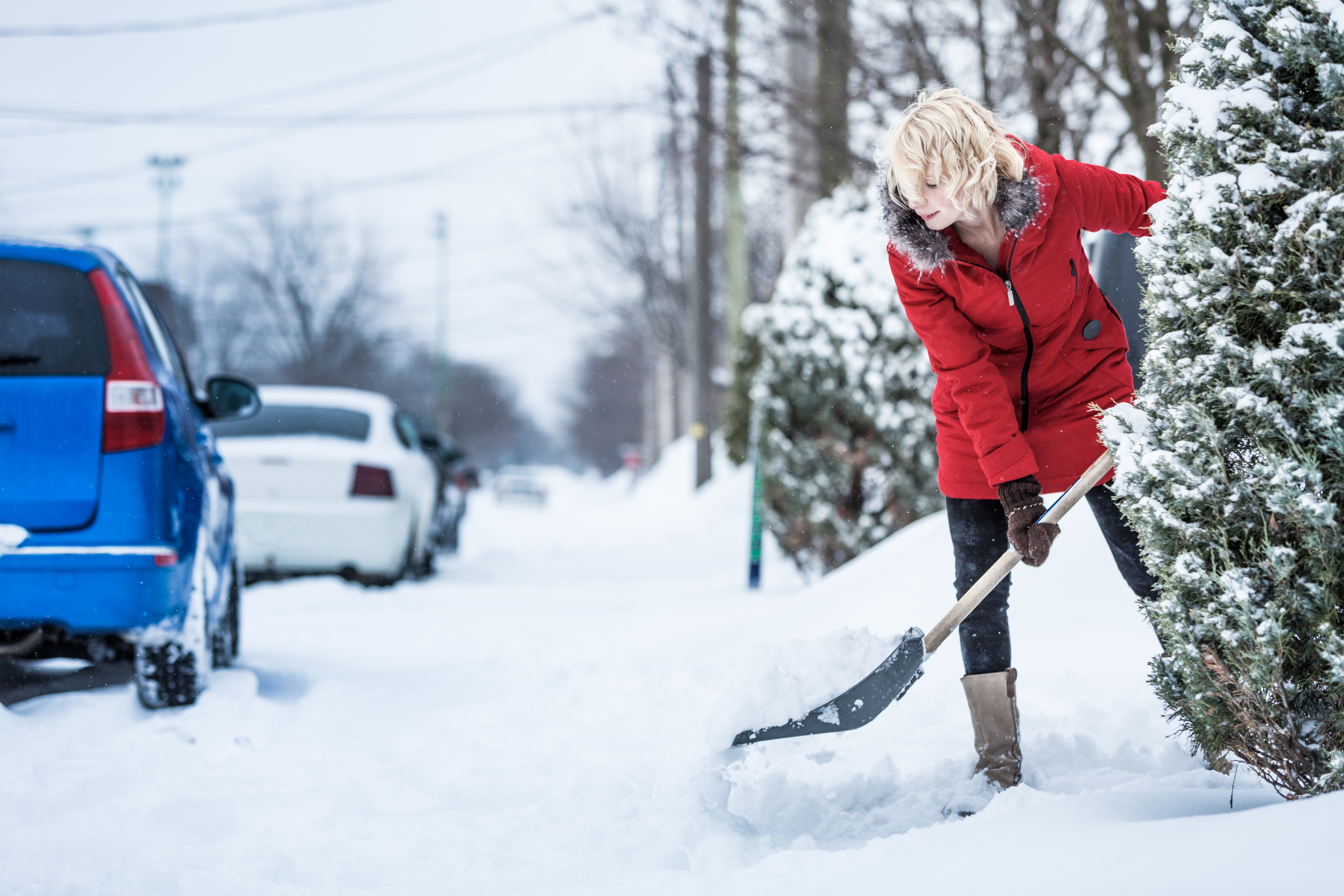 How To Avoid Injuries When Shovelling Snow
